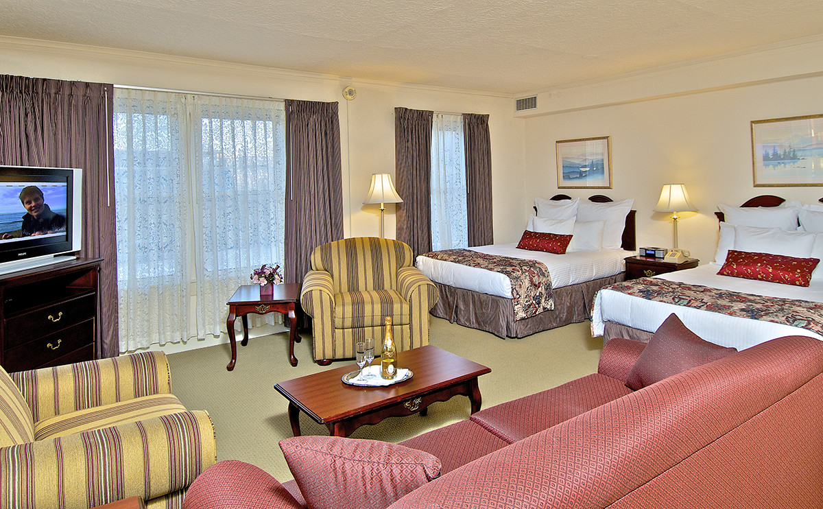 a suite with two beds at anchorage